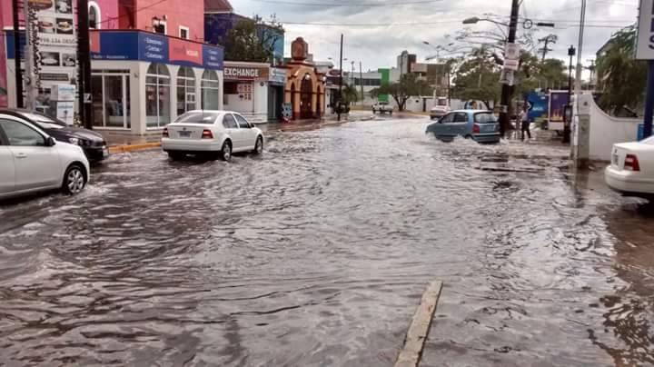 se llena de agua las calles por tromba en cancun