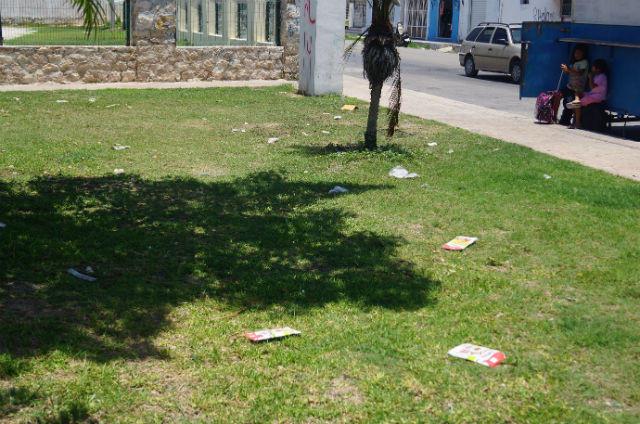 Vecinos se quejan de parque abandonado en progreso