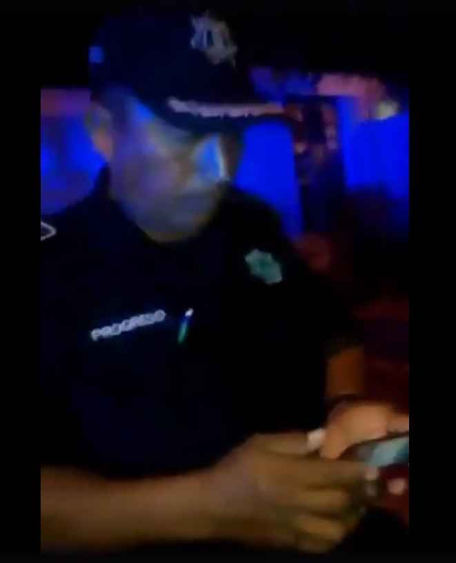 Policias borrachos en progreso (video)
